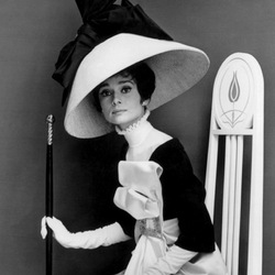 Jigsaw puzzle: Audrey Hepburn and her hats