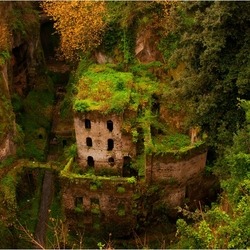 Jigsaw puzzle: Abandoned mill in Sorrento