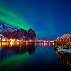 Jigsaw puzzle: Northern Lights on the Lofoten Islands