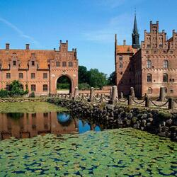 Jigsaw puzzle: Castle of Egeskov on the island of Funen