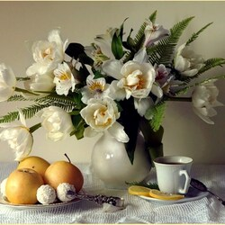 Jigsaw puzzle: Still life with white tulips