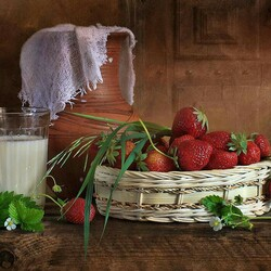 Jigsaw puzzle: Strawberries with milk