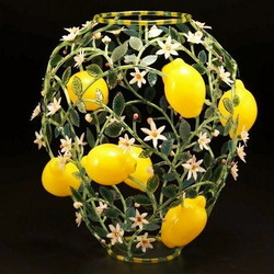 Jigsaw puzzle: A vase that does not require flowers