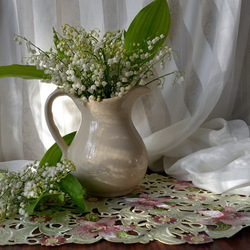 Jigsaw puzzle: Lily of the valley bouquet