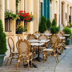 Jigsaw puzzle: Street cafe in Geneva