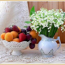 Jigsaw puzzle: Lilies of the valley and fruits
