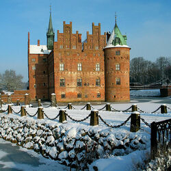 Jigsaw puzzle: Egeskov Castle