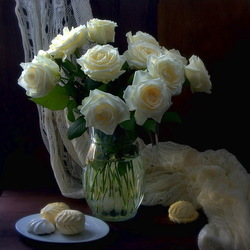 Jigsaw puzzle: White roses and marshmallows