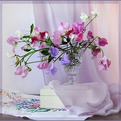 Jigsaw puzzle: Sweet peas in a glass