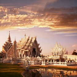 Jigsaw puzzle: White temple