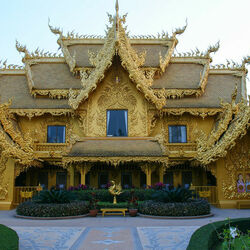 Jigsaw puzzle: The building of the Wat Rong Khun complex